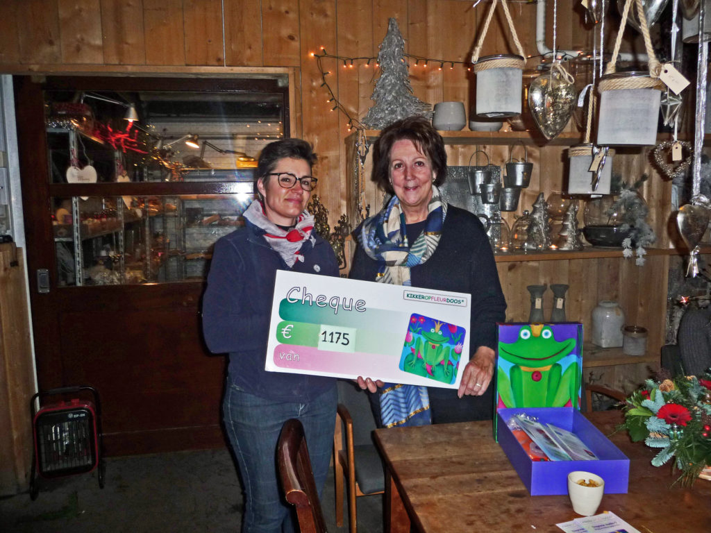 2015-12-15, Kerstworkshop cheque van Gerrianne € 1.175,00